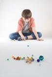 Juego de mármol del muchacho Imagen de archivo