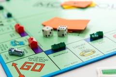 Juego de mesa del monopolio en juego Imagen de archivo libre de regalías