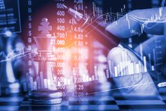 Juego de negocio en el mercado de acción digital financiero y el backgr del ajedrez Fotos de archivo