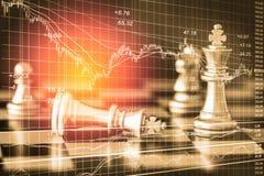 Juego de negocio en el mercado de acción digital financiero y el backgr del ajedrez Fotografía de archivo libre de regalías