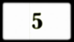 Juego de niños en el piano del juguete como película del carrete almacen de metraje de vídeo