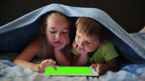 Juego de niños en la tableta metrajes