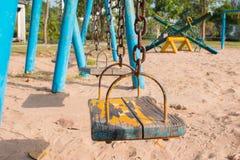Juego de niños en los oscilaciones del patio Imágenes de archivo libres de regalías