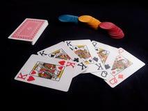 Juego de póker con las tarjetas y los microprocesadores del casino Imagen de archivo libre de regalías