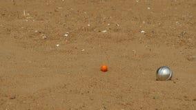 Juego de pelota de acero en petanque