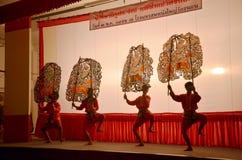 Juego de sombra de las marionetas de Nang Yai en Wat Khanon National Museum, Ratcha Buri Tailandia Foto de archivo