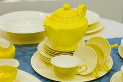 Juego de té amarillo Imagenes de archivo
