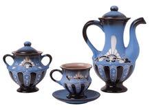 Juego de té azul en un fondo blanco Fotos de archivo libres de regalías