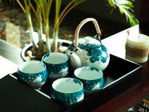 Juego de té blanco y azul Imágenes de archivo libres de regalías