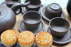 Juego de té con el mooncake Fotos de archivo libres de regalías