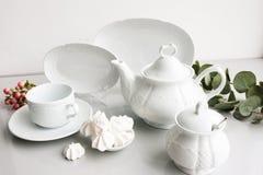 Juego de té costoso de lujo blanco de la porcelana fotografía de archivo libre de regalías