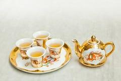 Juego de té del chino del oro Fotos de archivo libres de regalías