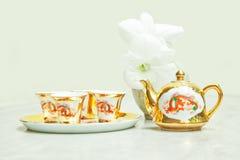 Juego de té del chino del oro Imagenes de archivo