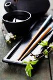 Juego de té y palillos chinos Fotografía de archivo libre de regalías