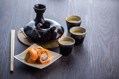 Juego de té y sushi Imágenes de archivo libres de regalías
