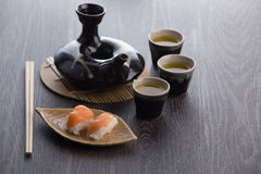 Juego de té y sushi Foto de archivo libre de regalías