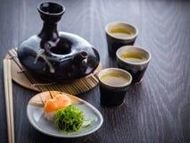 Juego de té y sushi Fotos de archivo