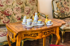 Juego de té antiguo en Catherine Palace Fotos de archivo