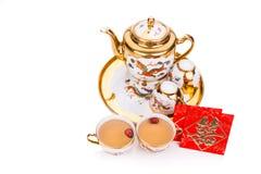 Juego de té chino con el sobre que lleva la felicidad del doble de la palabra Fotos de archivo