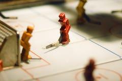 Juego de tabla con las figuras de los jugadores de hockey foto de archivo