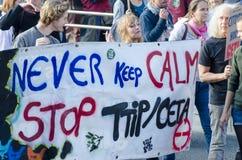 JUEGO de TTIP SOBRE activista en la acción durante una demostración pública Fotos de archivo libres de regalías