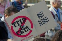 JUEGO de TTIP SOBRE activista en la acción durante una demostración pública Imagen de archivo