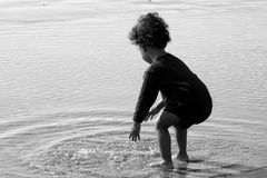 Juego del agua de la playa Foto de archivo libre de regalías
