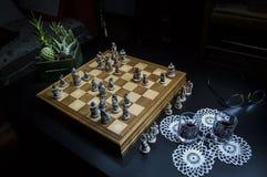 Juego del ajedrez en la noche Fotos de archivo libres de regalías