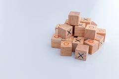 Juego del dedo del pie XO del tac del tic, juguetes de madera, bloque de madera Foto de archivo libre de regalías