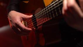 Juego del guitarrista una melodía Cierre para arriba almacen de metraje de vídeo