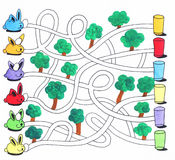 Juego del laberinto de Pascua o página de la actividad para los niños: Conejitos y huevos Imagen de archivo