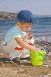 Juego del muchacho en la playa Fotografía de archivo libre de regalías