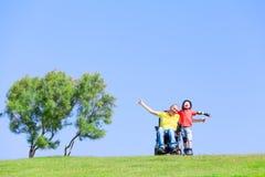 Juego discapacitado del padre con su hijo Imagen de archivo