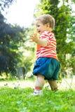 Juego en un parque de vecindad Foto de archivo libre de regalías