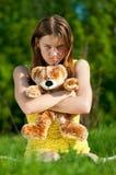Juego hermoso de la mujer joven con el juguete Fotografía de archivo libre de regalías