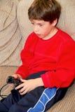 Juego video del muchacho fotografía de archivo libre de regalías