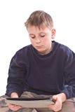 Juegos adolescentes en el ordenador de la tablilla Imagen de archivo libre de regalías