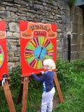 Juegos de Canalside en la celebración de 200 años del canal de Leeds Liverpool en Burnley Lancashire Foto de archivo libre de regalías