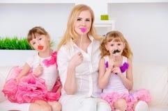 Juegos de la madre con las hijas Fotografía de archivo libre de regalías