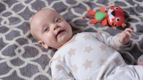 Juegos de la mam? con el beb? almacen de metraje de vídeo
