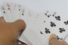 Juegos de naipe de la mano en fondo aislado Imagen de archivo libre de regalías