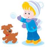 Juegos de niños con un perrito Imagen de archivo