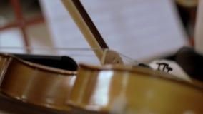 Juegos de niños en un violín Primer metrajes