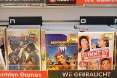 Juegos de Wii en tienda de la electrónica imagen de archivo libre de regalías