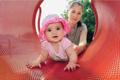 Juegos del bebé con la momia en patio Fotografía de archivo libre de regalías