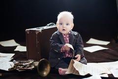 Juegos del bebé con la trompeta Fotografía de archivo libre de regalías