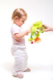 Juegos del bebé con los juguetes Fotografía de archivo