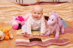 Juegos del bebé con los juguetes 4 Foto de archivo