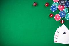 Juegos del casino y de póker, bacground verde de la frontera del paño fotografía de archivo