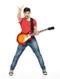 Juegos del hombre del guitarrista en la guitarra eléctrica Foto de archivo libre de regalías